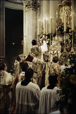 Benedicto XVI recupera las misas en latín