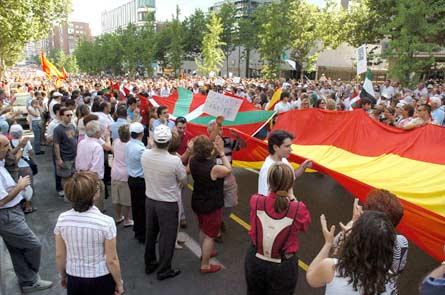 El Foro El Salvador se une a la manifestación de la AVT