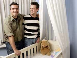 Mujer criada por homosexual pide a gobiernos proteger matrimonio entre hombre y mujer.