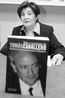 La presentación de la biografía de Tomás Caballero reúne a más de 300 personas