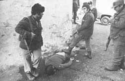 XXX aniversario de la masacre de Damur (en la fotografía, un joven cristiano asesinado y pisoteado por genocidas palestinos en Damur).