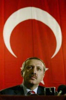 Miles de turcos marchan en Estambul contra la islamización del país que impulsa Erdogan
