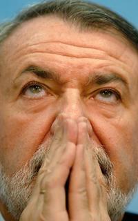 """ANTES QUE LA UNIDAD """"HAY QUE RECUPERAR LA VERDAD"""". Mayor Oreja critica el """"tacticismo y relativismo"""" que está """"contagiando España""""."""