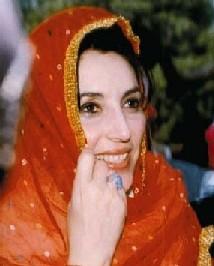 Benazir Bhutto muere en un atentado en Pakistán
