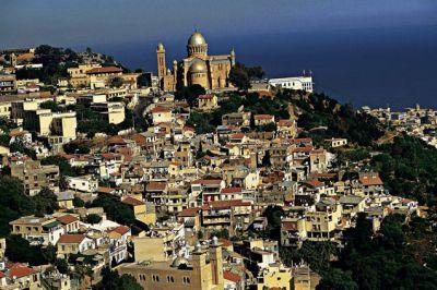 Argelia: Condenado un sacerdote católico por rezar